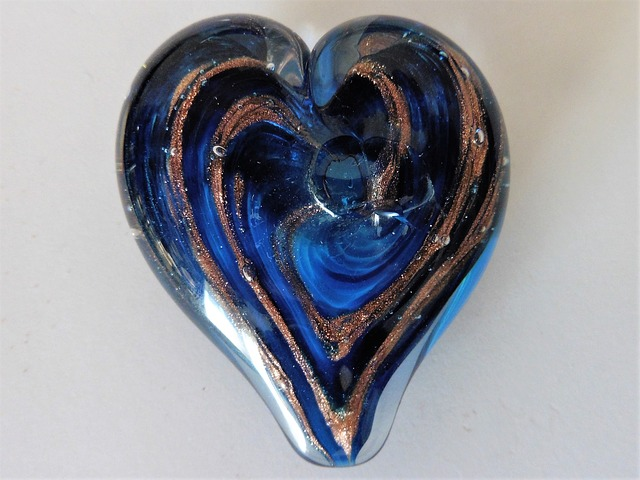 blue-glass-heart-2211114_640